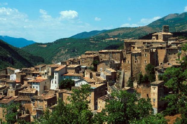 Acciano (AQ), il borgo